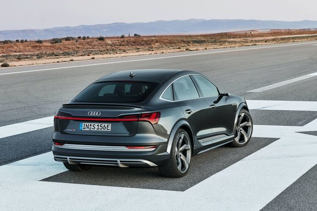 Audi e-tron S /