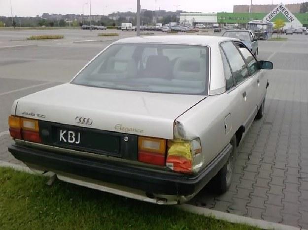 Audi i lampa zastępcza.