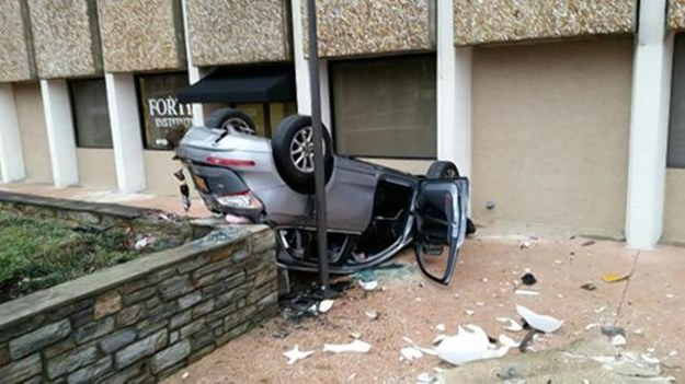 Audi Q5 całkiem dobrze zniosło upadek /Fot. Policja Baltimore /