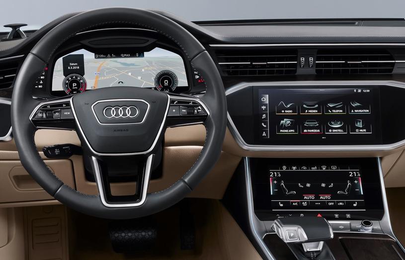 Audi wykorzystało bowiem w nowym A6 zupełnie nową koncepcję deski rozdzielczej, opartej niemal wyłącznie na ekranach /