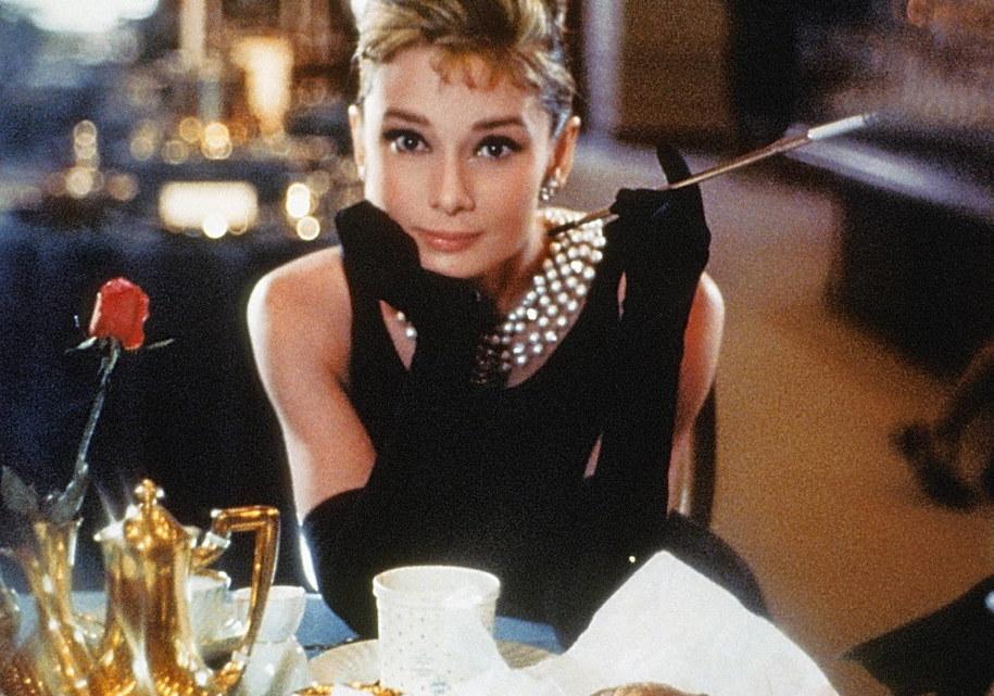 """Audrey Hepburn na planie """"Śniadanie u Tiffany'ego"""" /DPA /PAP"""