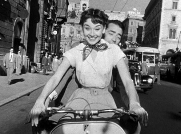 """Audrey Hepburn w filmie """"Rzymskie wakacje"""" /materiały prasowe"""