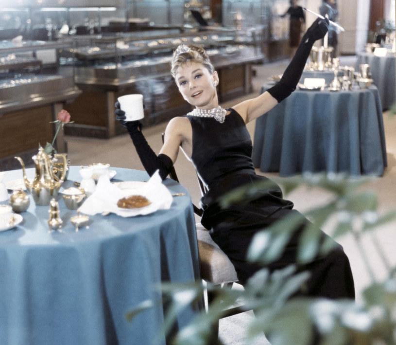 """Audrey Hepburn w kultowym """"Śniadaniu u Tiffanyego"""" /East News"""