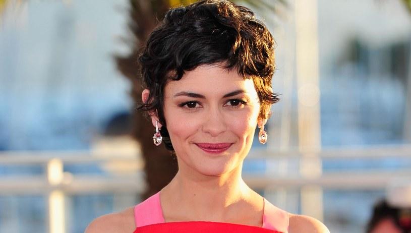 Audrey Tautou w bardziej frywolnej stylizacji pixie cut. Ta fryzura jest idealna dla kobiet, które mają podatne włosy /Getty Images