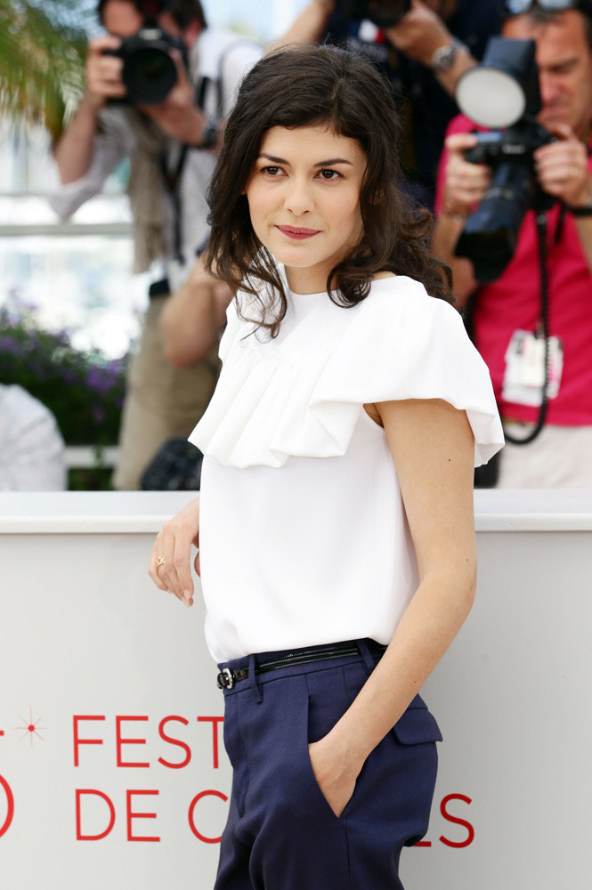 Audrey Tautou w bluzce z falbanami /Getty Images