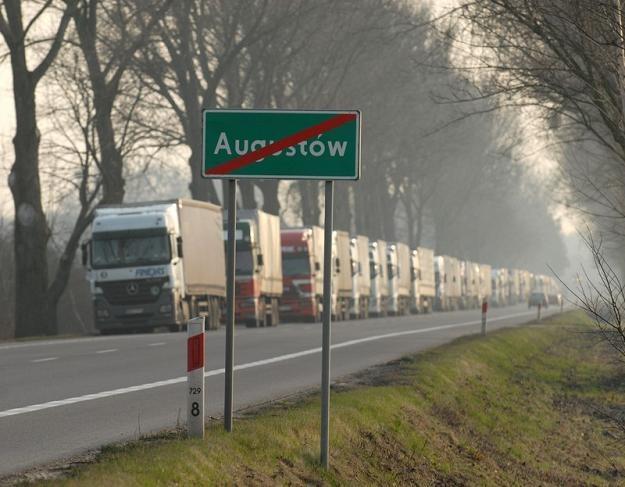 Augustów nie ma obwodnicy. Ma za to sznury TIR-ów... Fot. Michał Kość /Reporter