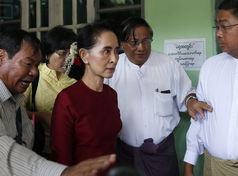 Aung San Suu Kyi w lokalu wyborczym /RUNGROJ YONGRIT /PAP/EPA