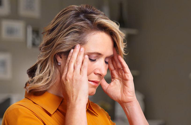 Aura migrenowa a ból głowy /123RF/PICSEL