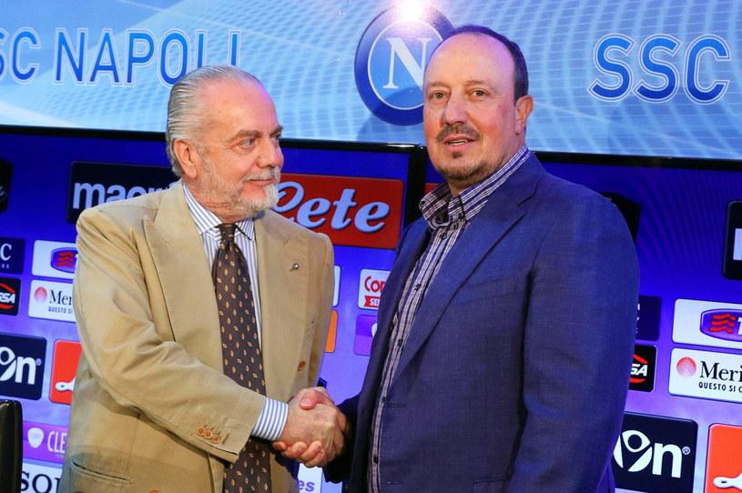 Aurelio De Laurentiis (z lewej) dziękuje za pracę Rafie Benitezowi /PAP/EPA