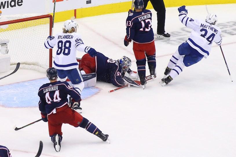 Auston Matthews strzelił zwycięskiego gola dla Maple Leafs /AFP