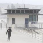 Australia: Gigantyczny sztorm pustoszy wschodnie wybrzeża