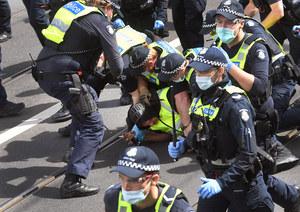 Australia: Wymóg szczepień dla pracowników budowlanych. Brutalne protesty