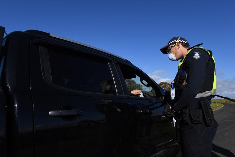 Australia zaostrza ograniczenia w poruszaniu się z powodu wzrostu liczby zakażeń.