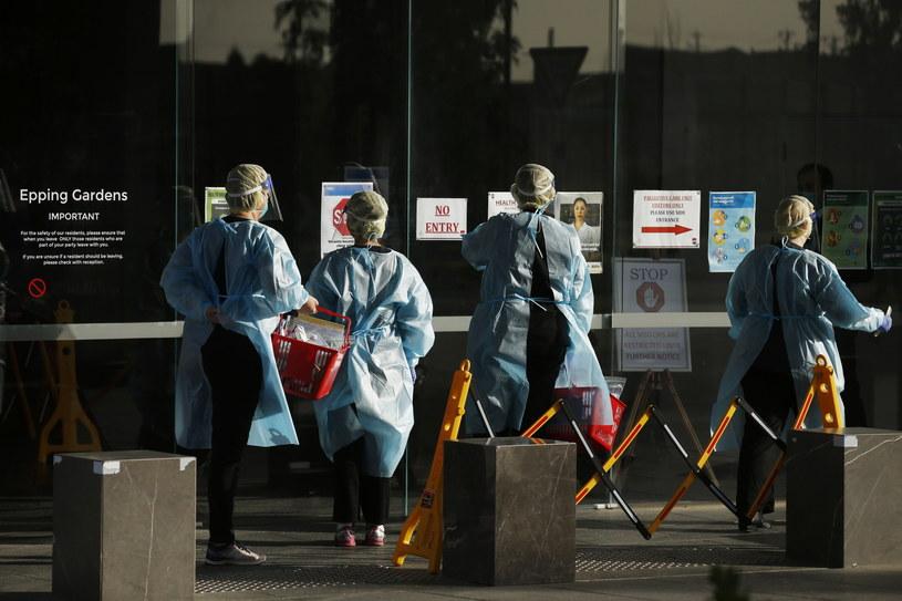 Australia zmaga się z rosnącą falą zakażeń koronawirusem. /DANIEL POCKETT /PAP/EPA