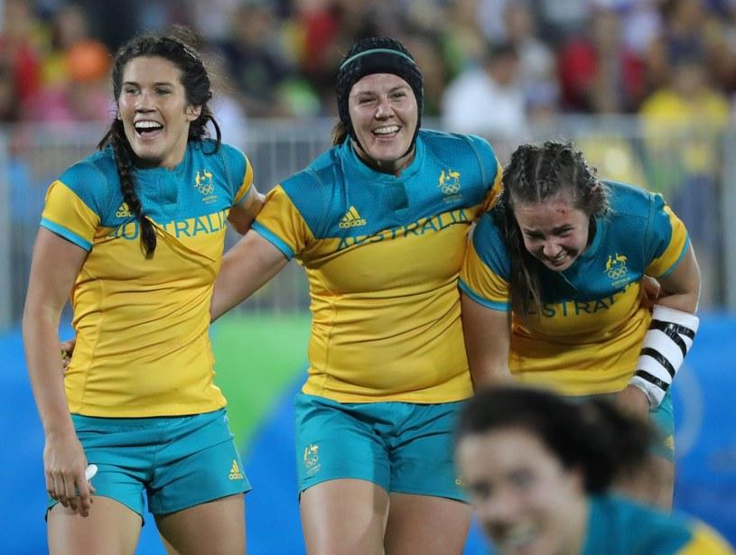 Australijki cieszą się ze zwycięstwa w turnieju rugby w Rio /PAP/EPA