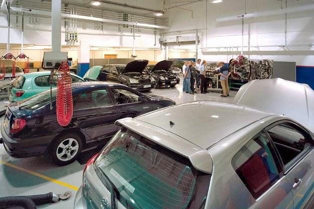 Auta na gwarancji nie będą musiały być naprawiane w ASO /