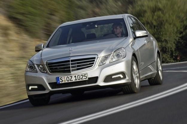 Auta srebrne są popularne, bo nie widać na nich brudu /