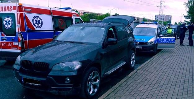 Auto, do którego 28-latek wciągnął kobietę /Policja