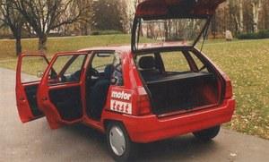 Auto jest małe, ale pakowne. Dostęp do wnętrza - bez zarzutu z każdej strony. /Motor
