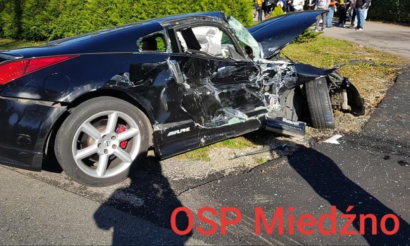 Auto, którym jechał 25-letni kierowca, nie miało tablic rejestracyjnych /OSP Miedźno /facebook.com