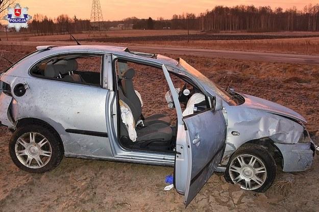 Auto, którym jechali młodzi ludzie /Policja