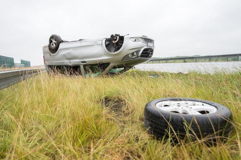 Auto Skaldów dachowało /Fot. Łukasz Piecyk /Reporter