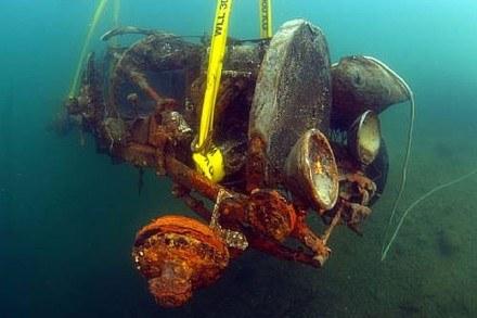 Auto spędziło w wodzie 70 lat /