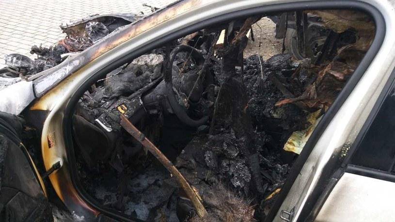 Auto spłonęło doszczętnie /