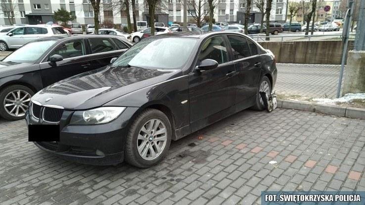 Auto stało na jednym z skarżyskich parkingów /Świętokrzyska policja /Policja