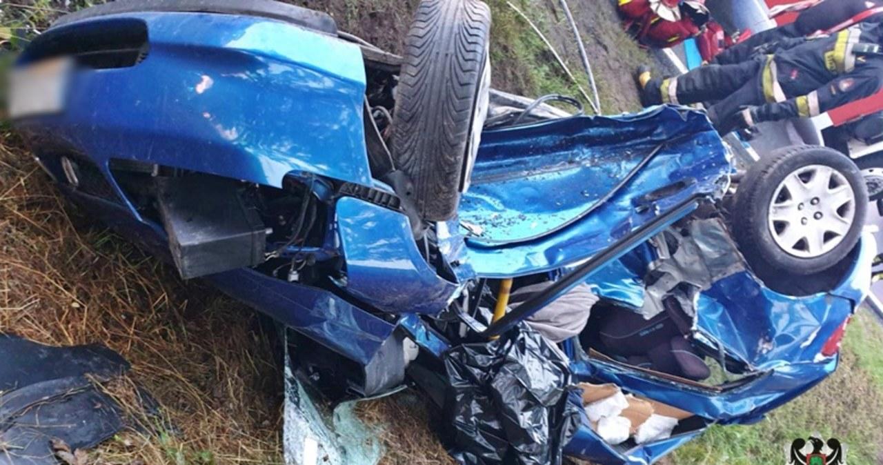 Auto wpadło w poślizg. Zginęło dwoje 20-latków