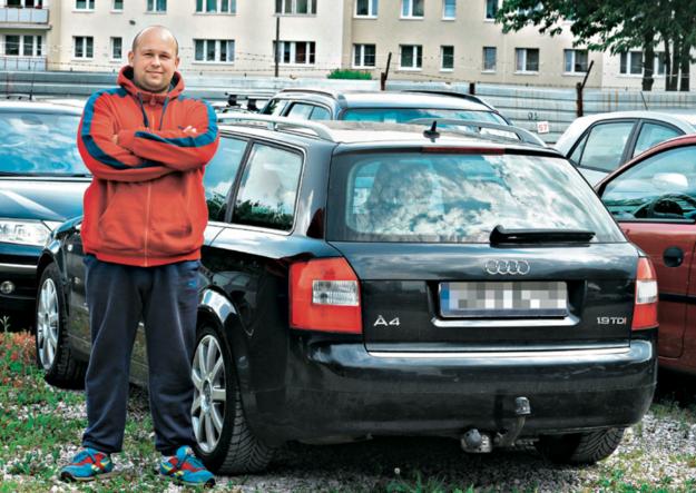 """""""Auto wyglądało idealnie, a cena była atrakcyjna. Dopiero po pewnym czasie w ASO okazało się, że Audi ma nieoryginalne wnętrze, a licznik jest cofnięty"""" - Patryk, kupił Audi A4 z cofniętym licznikiem i wymienionym wnętrzem. /Motor"""