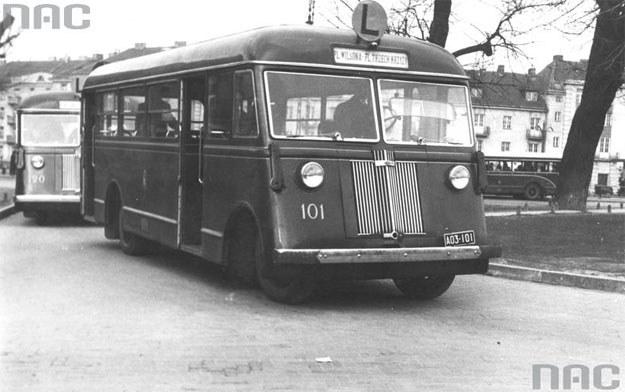 Autobus marki Chevrolet komunikacji miejskiej w Warszawie /Z archiwum Narodowego Archiwum Cyfrowego