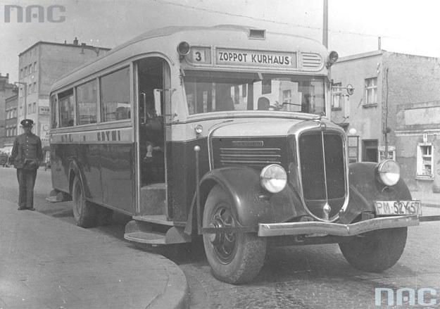 Autobus marki General Motors Truck komunikacji miejskiej w Gdyni /Z archiwum Narodowego Archiwum Cyfrowego