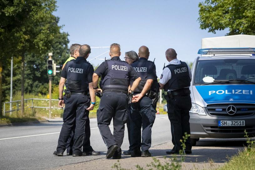 Autobus miejski, wypełniony pasażerami, był w trasie, gdy jeden z mężczyzn wyciągnął nóż i zaczął nim ranić ludzi /PAP/EPA