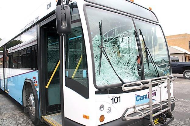 Autobus po zdarzeniu / Fot: Tribune Democrat /