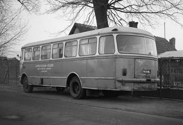 Autobus San H100 jako Bibliobus Biblioteki Publicznej /Z archiwum Narodowego Archiwum Cyfrowego