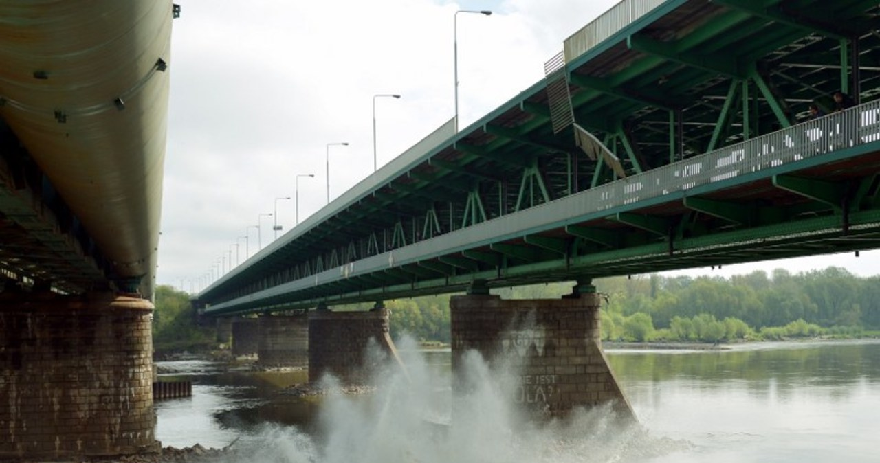 Autobus spadł z mostu Gdańskiego - filmowcy z Indii kręcą pościg