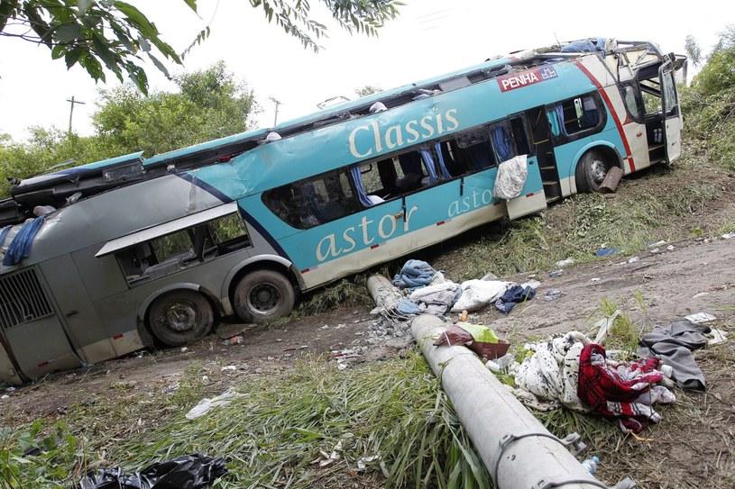 Autobus stoczył się ze skarpy /PAP/EPA