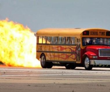 Autobus szkolny z napędem rakietowym