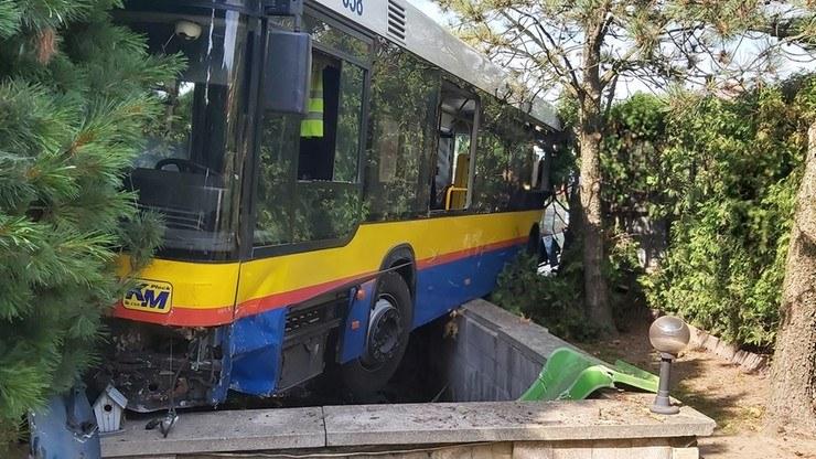 Autobus wjechał na teren posesji /OSP Cekanowo /facebook.com