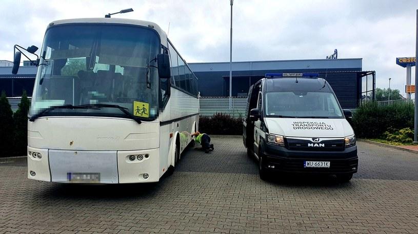 Autobus z wycieczką szkolną zatrzymany przez ITD (Źródło: WITD w Opolu) /
