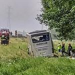 Autobus zjechał do rowu na autostradzie A4. Osiem osób rannych
