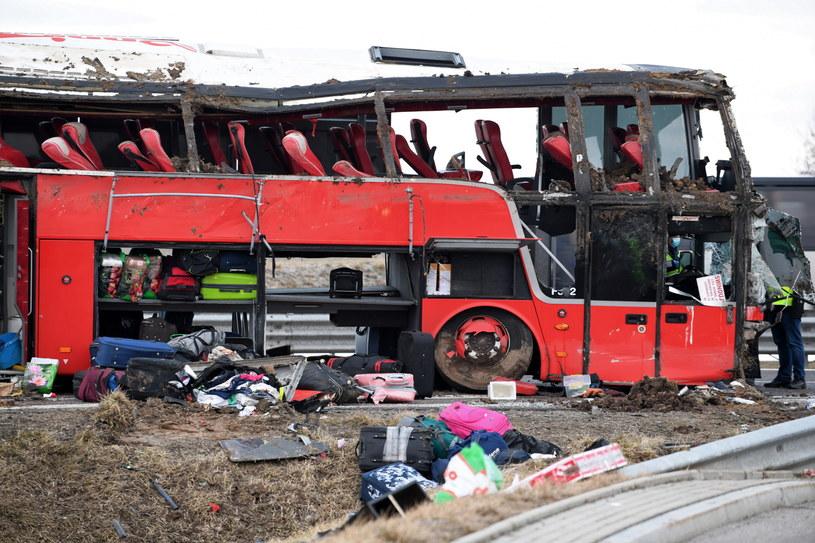 Autobus został już wyciągnięty z rowu /Darek Delmanowicz /PAP