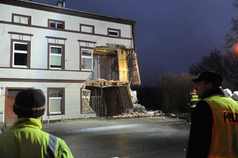 Autobus został juz wyciągnięty /Marcin Bielecki /PAP