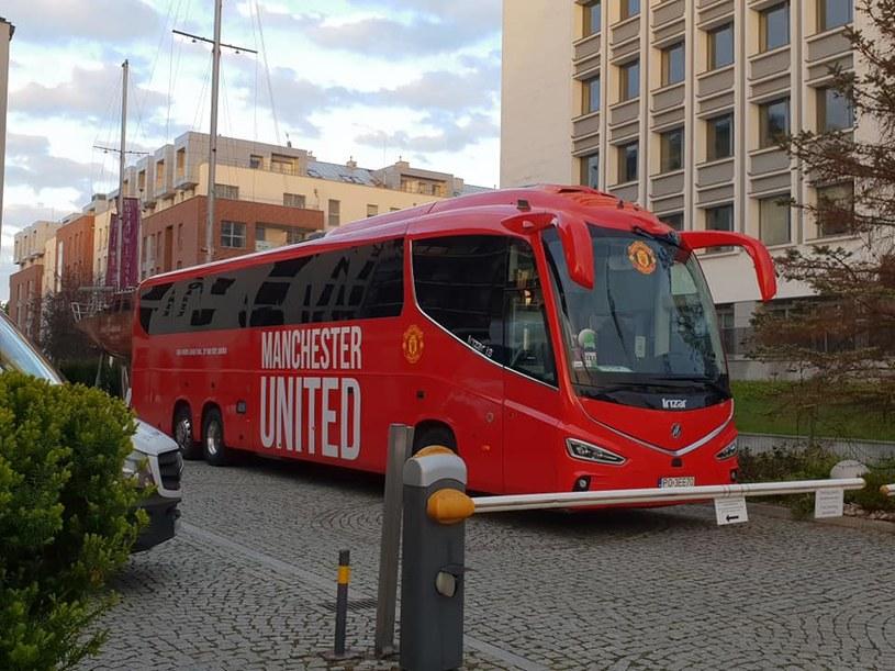 Autokar Manchesteru Utd w pobliżu Hotelu Gdańsk /