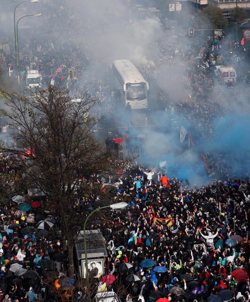 Autokar Realu Madryt w drodze na stadion przed meczem z Wolfsburgiem /PAP/EPA