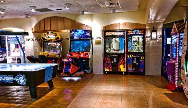 Automaty do gier wracają do polskich miast. Na zdjęciu salon w USA /©123RF/PICSEL
