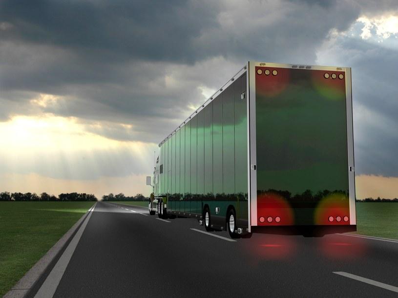 Autonomiczne ciężarówki wyjeżdżają na drogi /123RF/PICSEL