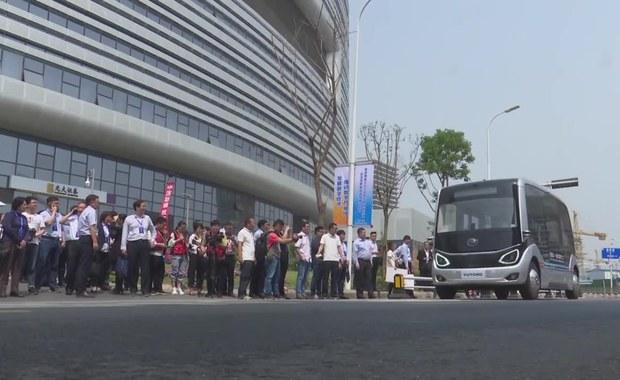 Autonomiczny autobus testowany na chińskich drogach. Wykorzystuje technologię 5G