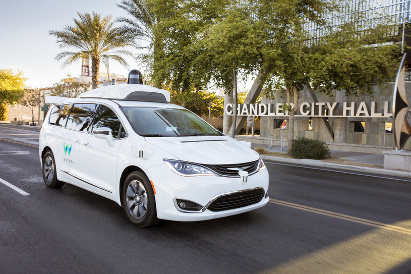 Autonomiczny Chrysler Pacifica należący do Waymo /